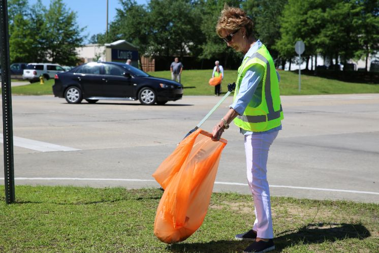 Parish President Pat Brister Picks Up the 750,000th Pound of Litter